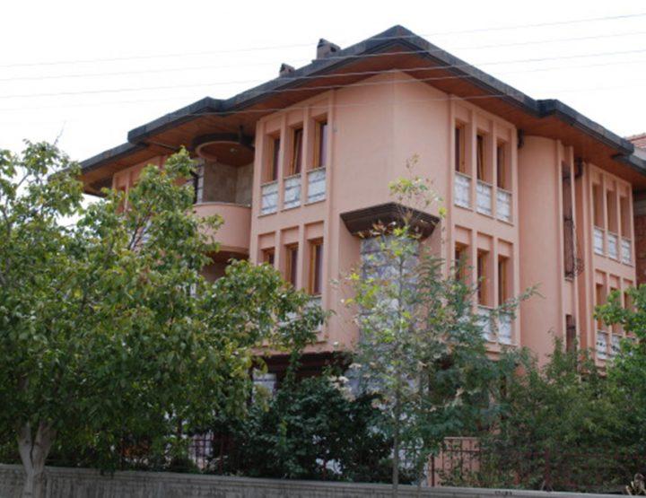 İ. Çivi Evi